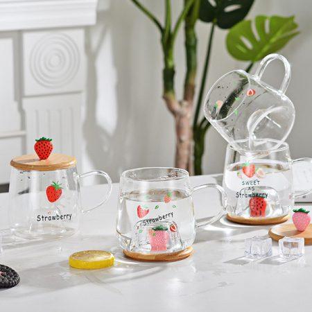 ماگ ۳۰۰ میل لیتری شیشه ای طرح توت فرنگی