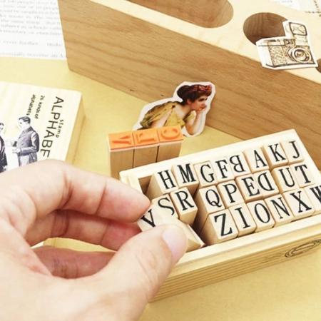 ست مهر 26 عدد حروف با جعبه چوبی
